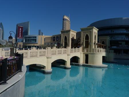 Obiective turistice Dubai: podul de langa Dubai Mall.JPG