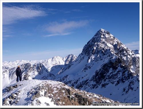 Canal Central SO 200m 50º con esquis (Pico de la Montañeta 2552m, Benasque, Pirineos) (Isra) 3356
