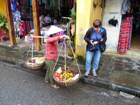 Vanzatoare fructe Hoian