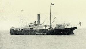 El REINA VICTORIA con los colores de Navegación e Industria. Foto Archivo Díaz Lorenzo. Del libro DE LA MAR Y LOS BARCOS.JPG