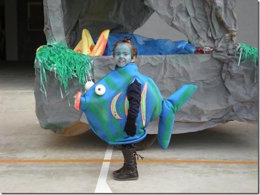 Como hacer un disfraz de pez en foami - Imagui
