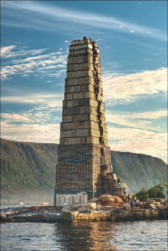 The_World's_Biggest_Bonfire_Ever_03