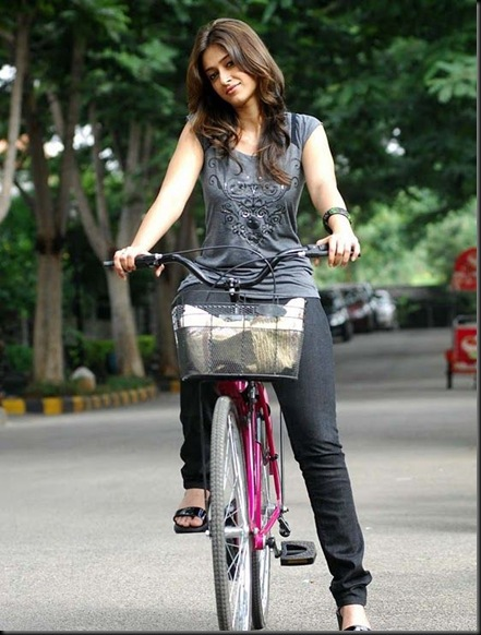 Ileana-Cute-in-Nanban