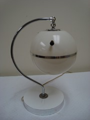 Plastic mid-century globe table lamp