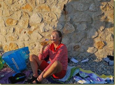 Anna et Vin Blancs au plage