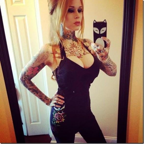 hot-tattooed-women-034