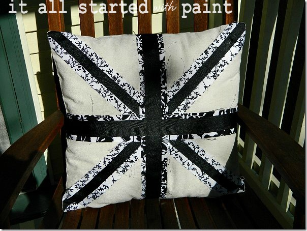 union_jack_black_and_white_pillow