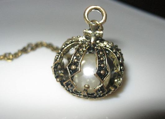 c364890261-ukrasheniya-kulon-na-tsepochke-v-bronze-korona