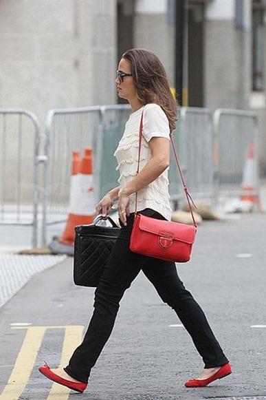 Pippa-Middleton-Pictures-London-Red-Bag