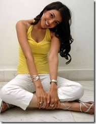 Kajal Agarwal in yellow t shirt