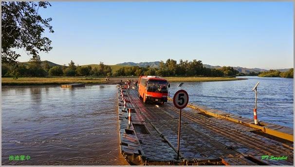 巴士铁桥过河