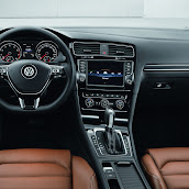 2013-Volkswagen-Golf-7-Interior-4.jpg