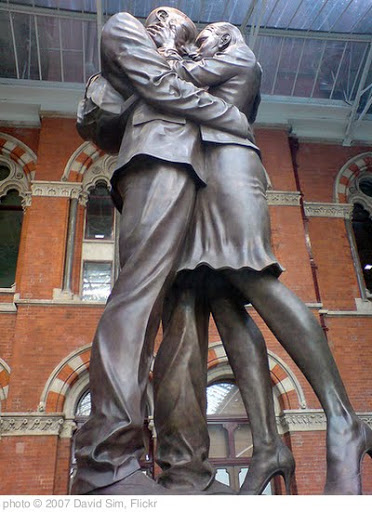 'Kiss statue at St Pancras' photo (c) 2007, David Sim - license: http://creativecommons.org/licenses/by/2.0/