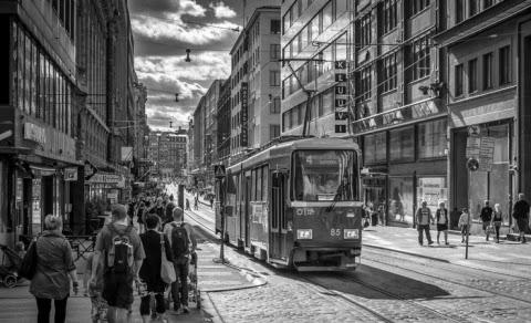 Helsinki Özel Araçlara Yol Verecek