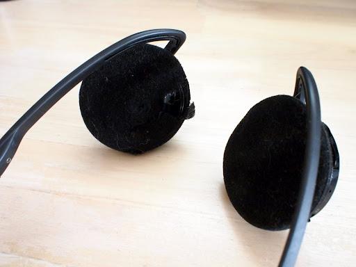 [写真]ボロボロになって穴があいたイヤーパッド