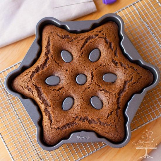 Wilton Snowflake Pan Gingerbread-8242ps