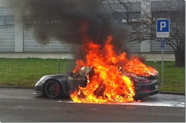 Porsche-911-GT3-fire-01