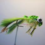 9. Pływająca żabka.      Łapy z pasków skórki z sierścią, tułów z dubbingu przykryty wyporną     pianką.