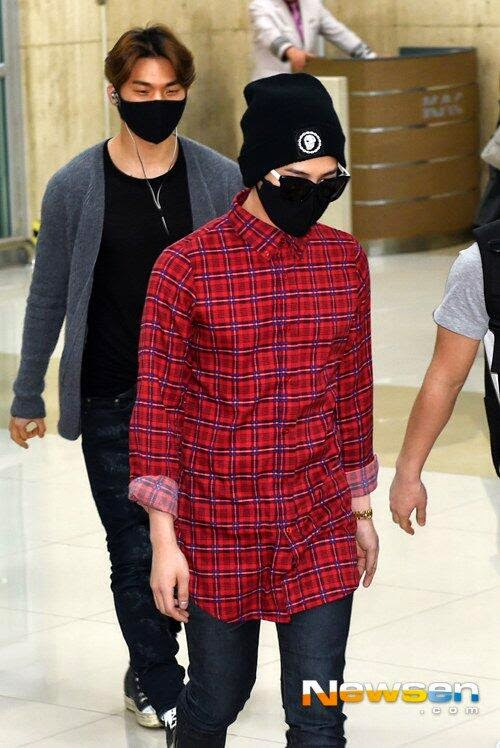 G-Dragon - Gimpo Airport - 14apr2014 - Press - Newsen - 1.jpg