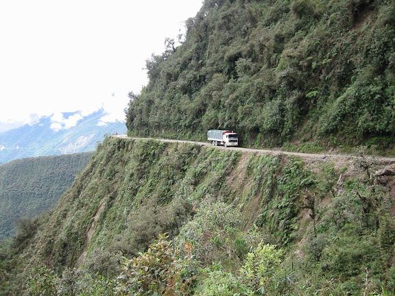 """La """"Route de la mort"""" (1900 m) vers Coroico. 7 janvier 2004. Photo : Peter Møllmann"""