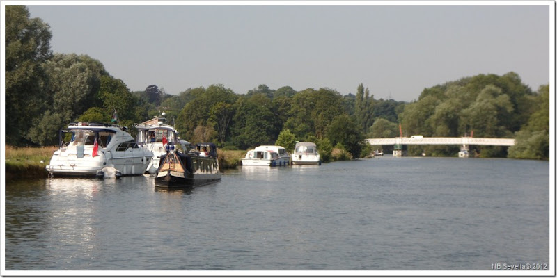 SAM_1839 Leaving Pangbourne