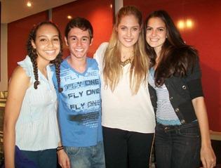 Eu, o Lucas (o fã de carteirinha), a Lu e a Marina, amiga nossa.