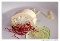 Terinka z čerstvého sýru v kabátku z uzeného pstruha