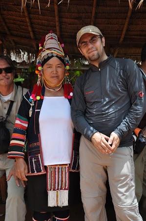 Imagini Thailanda: Eu si o femeie din tribul Akha_gazda noastra pentru pranz, tribul Akha, Thailanda