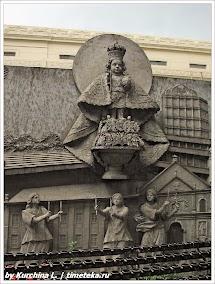 Барельеф на площади базилики Santo Nino. Фото Курчиной Л. www.timeteka.ru