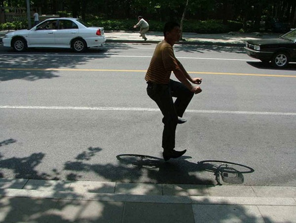 Chinese bicycle commuters - by Zhao Huasen