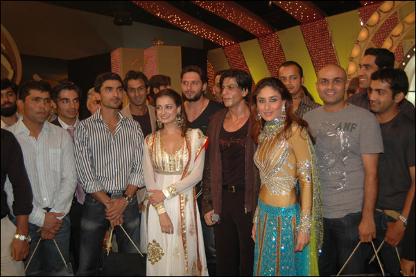 Cricket players partying with Bollywood stars...