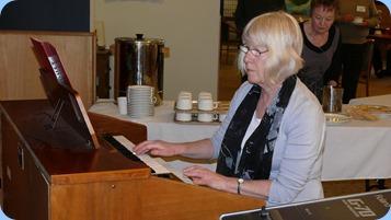 Mary Barrett playing her Yamaha Electone C605 organ. Photo courtesy of Dennis Lyons.