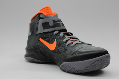 nike zoom soldier 6 gr black grey orange 1 04 New Nike Zoom LeBron Soldier VI   Black/Orange   Available