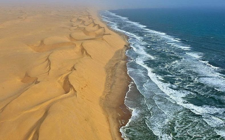 namib-desert-meets-sea-3