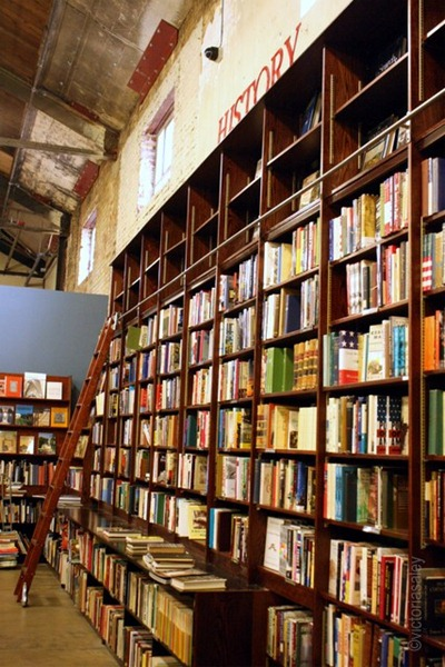 Weller-bookstore-History-wall-001