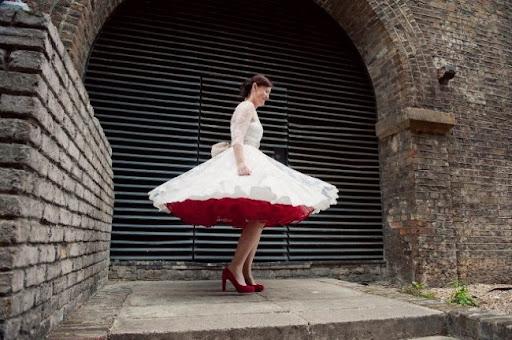 Scarpe rosse per abiti da sposa