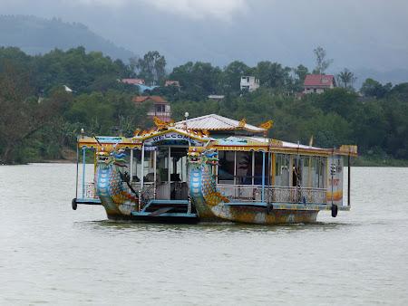 86. barca turistica Hue.JPG