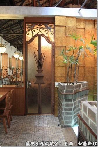 台南伊藤日本料理,從這個小門開門進去還有一間包廂