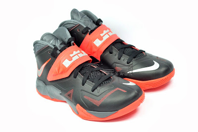 lebrons soldier7 black red 06 web The Showcase: NIKE SOLDIER 7 Miami Heat Away Edition