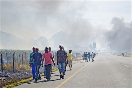 HEXRIVIER VINYARDS TORCHED THREATS TO TORCH FARM HOUSES COSATU TRADE UNION Nov62012