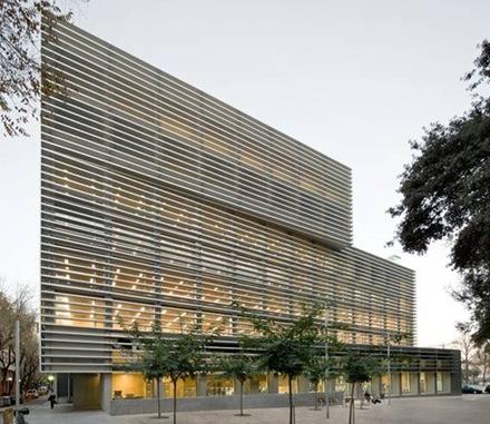 Nuevo edificio contempor neo de oficinas en barcelona for Edificio oficinas