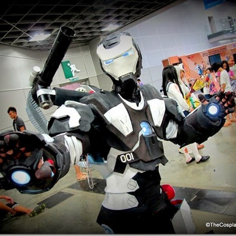 Cosplayers @ Comic Fiesta 2014