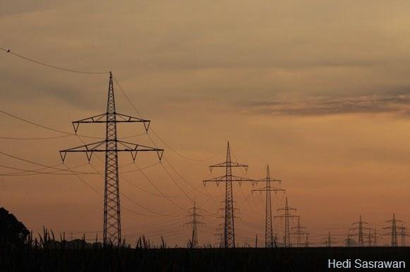Bagaimana Kalau Kita Buat Jaringan Kabel Listrik Bawah Tanah