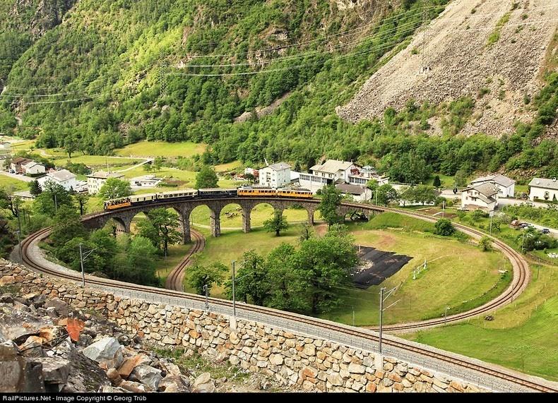 brusio-spiral-viaduct-7