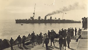 El crucero BLAS DE LEZO saliendo del puerto de Las Palmas. Coleccion Juan Antonio Padron Albornoz. Universidad de La Laguna. Puerto Autonomo de Tenerife