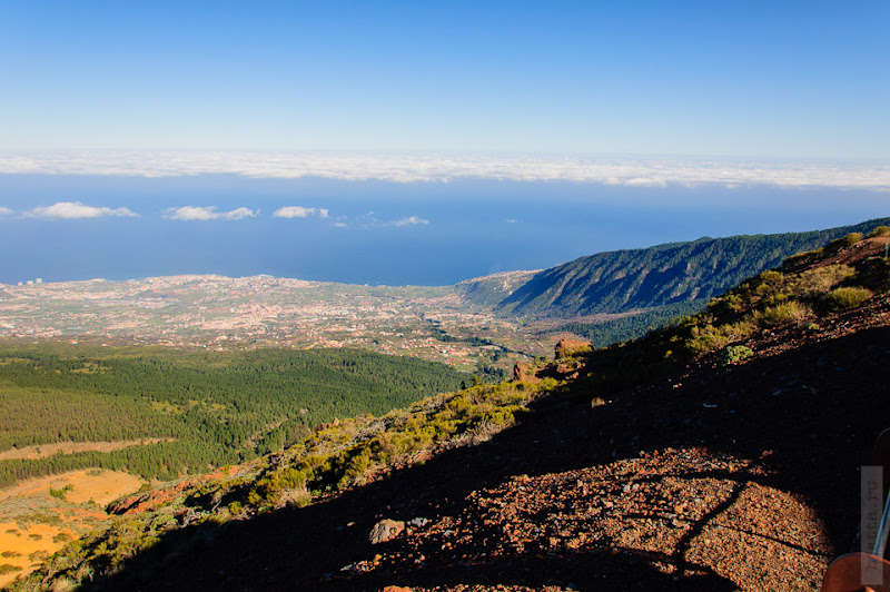 19. Долина, идущая от самого вулкана, до берега океана. Атлантика всё же.