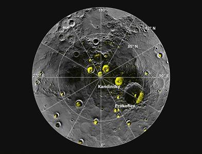 imagem mostra em amarelo depósitos de gelo nas crateras
