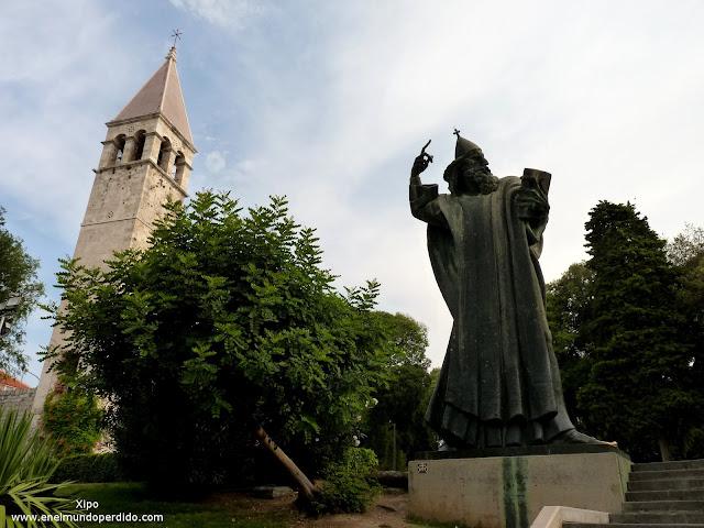 Estatua-del-obispo-Grgur-en-Split.JPG
