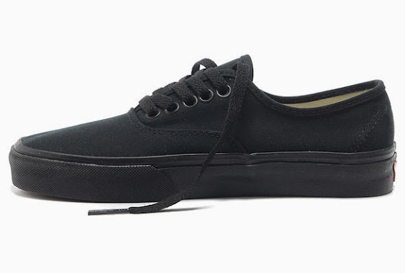 Vans_All_Black_Authentic_Lace_Up_skateboard_Canvas_Shoes_02.jpg