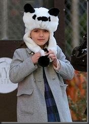 suri-cruise-rocks-a-panda-hat-in-new-york-city